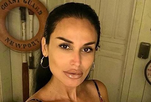 Инди се соблече, па вниманието на себе го привлече: По операцијата сврте нова страница, па сега пејачката изгледа како латиноамериканска убавица (ФОТО)