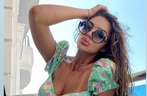 """Елеонора Миљковиќ е најсекси ријалити ѕвезда: Нашата """"задругарка"""" во ултра-мини бикини ги сонча бујните облини (ФОТО)"""