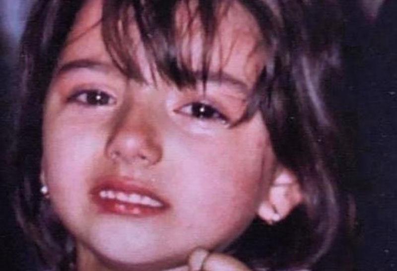 Ова преслатко девојче го слави својот 21 роденден,  а посебна честитка доби од нејзината мајка – погодувате ли за која пејачка станува збор?
