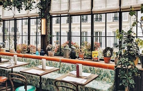 Ресторан со прекрасен поглед и ентериер кој воодушевува