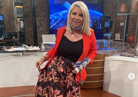Водителката Деа Ѓурѓевиќ храбро и со насмевка позираше без завои покажувајќи ја раката која автобус речиси и ја откина (фото)