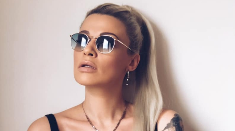 """Миа Костова објасни зошто сака синот да и учи онлајн: """"Зарем после сите журки, религиозни збиранки, аеродромски лумперајки… ќе оди во школо нормално како и лани?"""""""