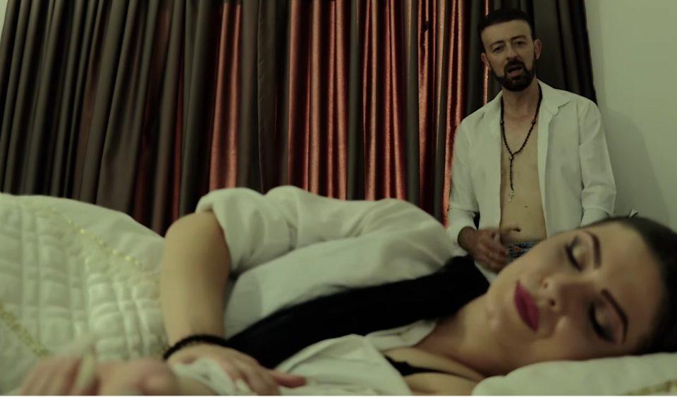 """Фолкерот Влатко Алексовски со забавни ноти и посака – """"Добро утро, љубов моја"""" (ВИДЕО)"""