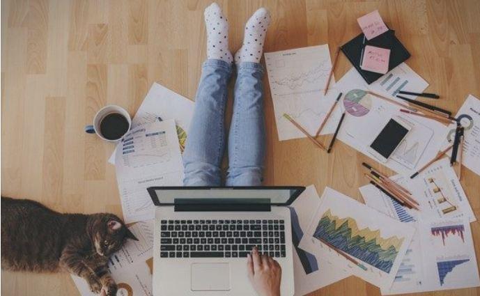 Работа од дома: Пет грешки кои ѝ пречат на вашата кариера