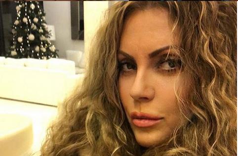 """Снашката на популарната српска фолкерка е """"нејзина копија"""":  Види ја свекрвата, ја знеаш и снаата? (ФОТО)"""