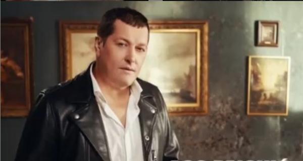 На Ацо Пејовиќ му се случи несреќа по несреќа: Пејачот скршен од болка, ги загуби мајката и најдобриот другар и менаџер, едно по друго (ФОТО)
