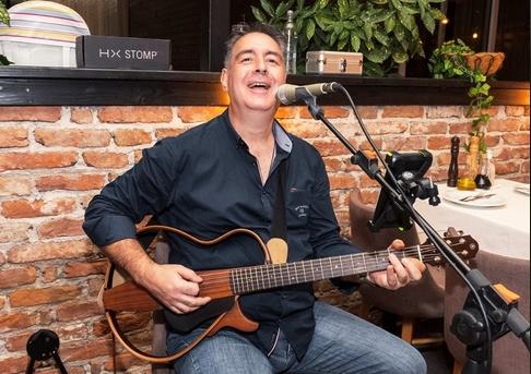 Почина пејачот Васил Ангов: Уште еден познат македонски естраден уметник ја загуби битката со коронавирусот (ФОТО+ВИДЕО)