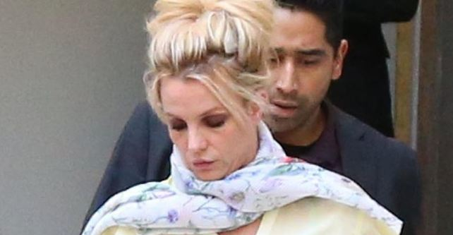 """Адвокатот на Бритни Спирс ја спореди пејачката со пациент во кома: """"Таа не знае што потпишува"""""""