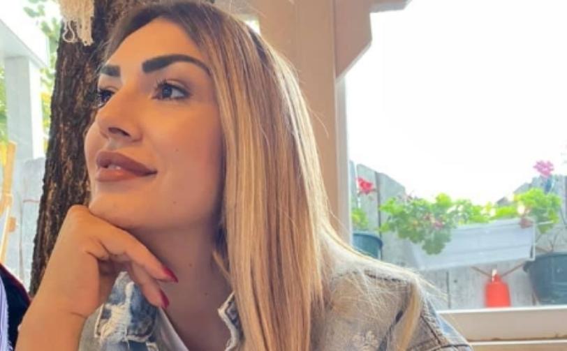 Бојана Скендеровски објави фотографии од болница кога за прв пат ја здогледа ќерката Искра (фото)