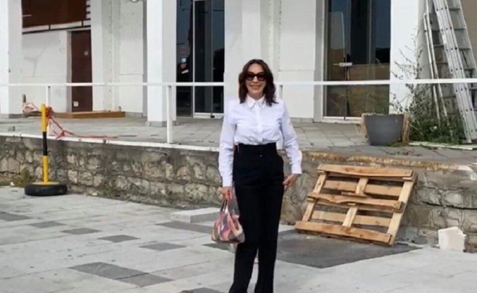 Српската пејачка која беше уапсена поради ограбување на банкомати во Австралија излезе пред новинарите и ја раскажа својата страна на вистината
