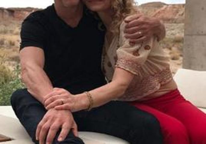 Познатата актерска двојка додека гостуваше во емисија дозна дека се во сродство (фото)