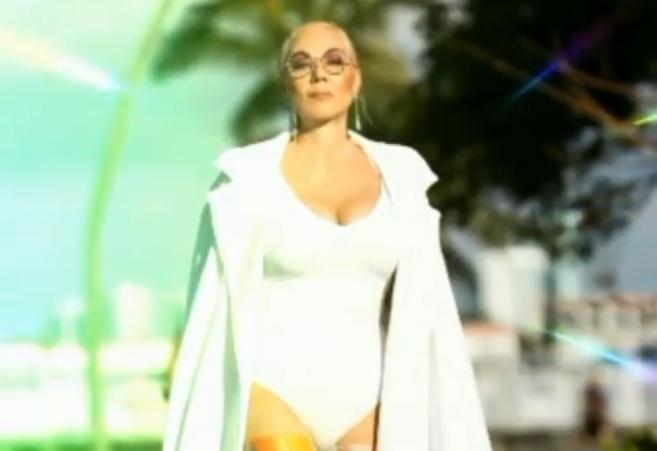 Во време на корона, таа го обиколи светот: Лепа Брена ужива во Мајами и погледот од милион долари (фото)