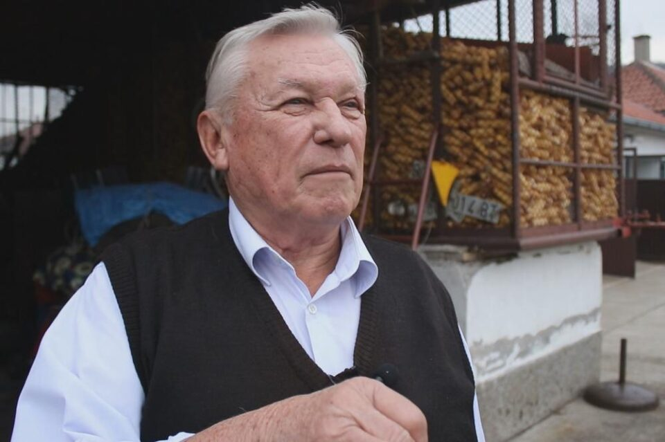 Уште една српска фолк легенда има тежок облик на корона: Како млад буквално го извадиле од гроб, ќе успее ли на 76 години повторно да ја измами смртта? (ФОТО)