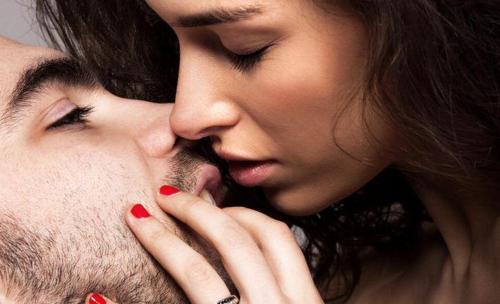 """Возбудете го вашиот партнер до максимум: 5 тајни точки на неговото тело поради кои ќе """"полуди"""""""
