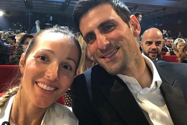 Јелена Ѓоковиќ објави досега невидена фотографија со Ноле од почетоците на нивната врска и моментот кога и подарил 1001 роза (фото)