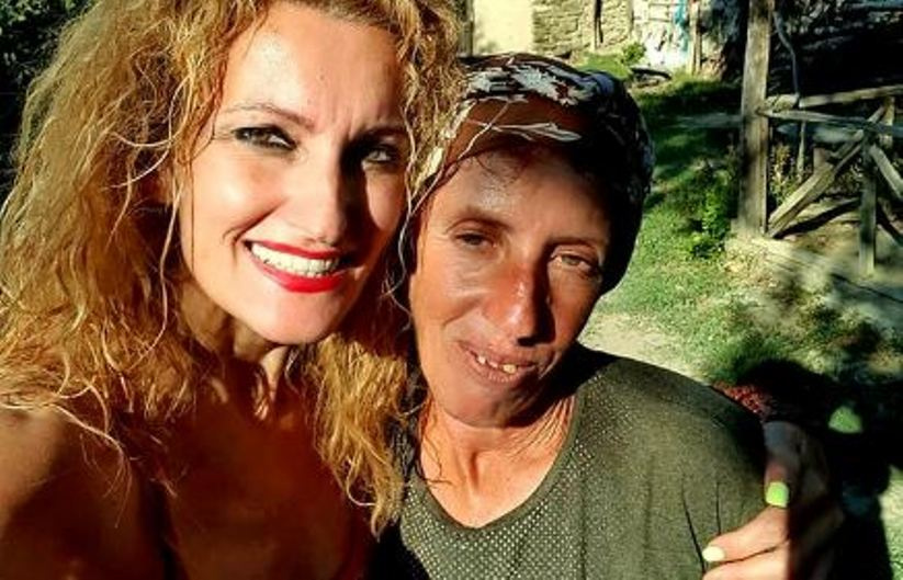 Викенд тура со Сузана Турунџиева и Атиџе: Прошетка низ Скопје, шопинг, песна и салеп за двете дами