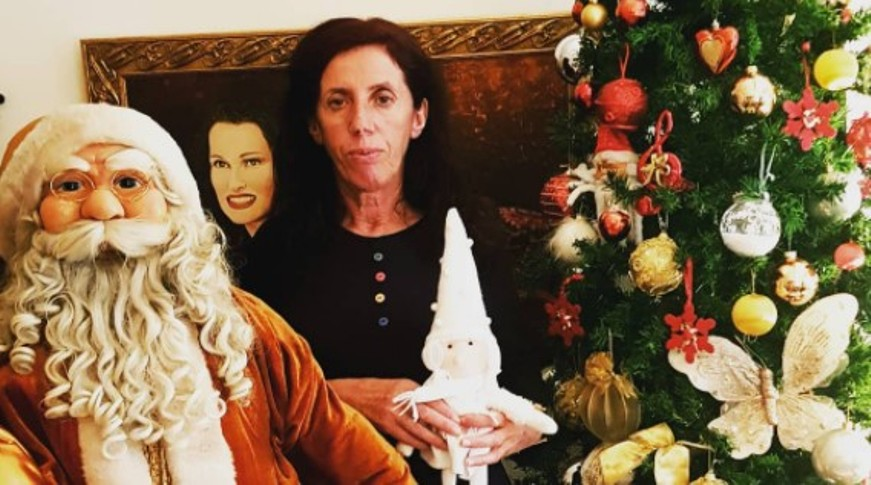 Атиџе Муратова покрај новогодишната елка е права дама (фото)