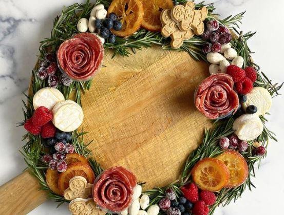 Направате празнични даски во облик на венец што ќе бидат централниот дел на вашата божиќна трпеза