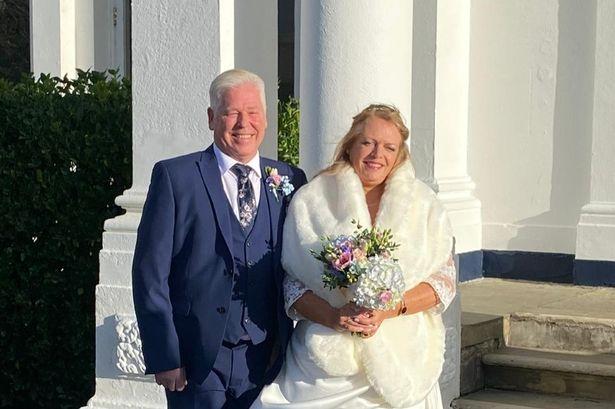 Веднаш по венчавката, младоженецот погледна во телефонот, а тоа ја промени неговата судбина