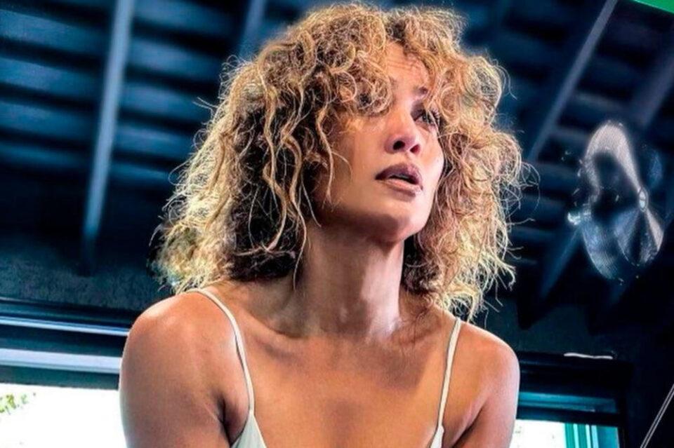"""Без фотошоп и филтри: Џенифер Лопез """"уловена"""" на плажа – еве како навистина изгледа латино дивата (фото)"""