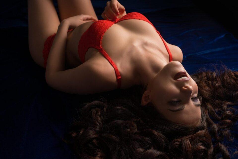 Заборавете на Г точката, ова е единственото место на телото кое ја гарантира кулуминацијата на жената, а еве како да го најдете!