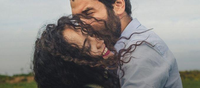 Бакнежите нѐ прават посреќни, па секогаш кога имате шанса – бакнувајте се!