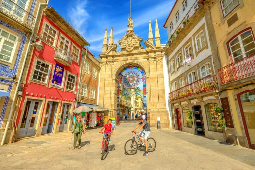 """""""Португалскиот Рим"""" избран за најдобра европска дестинација за 2021 година: Запознајте го новиот туристички рај…"""