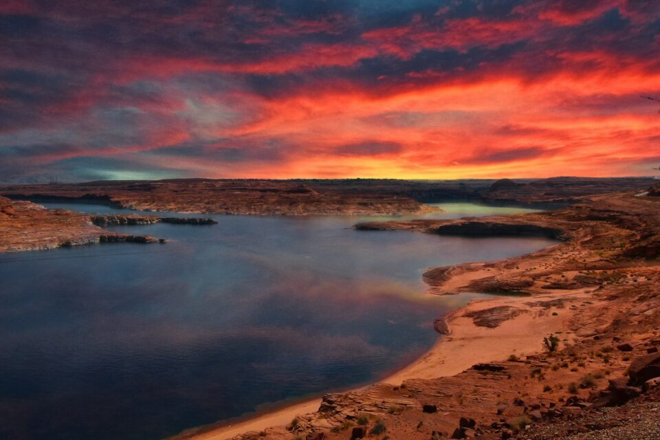 Пауел ќе ве остави без зборови: Најубавото вештачко езеро на светот кое се наоѓа среде пустински пејзаж
