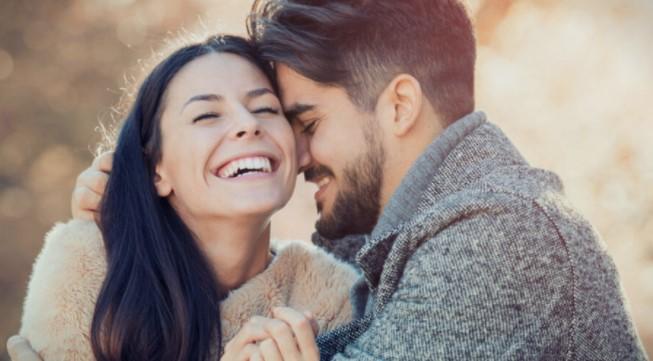 Овие 8 карактеристики ги има секој заљубен маж – проверете дали вашиот партнер ве сака