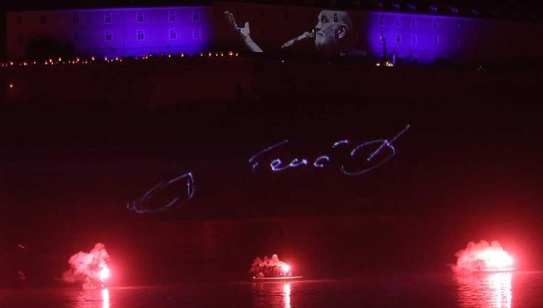 Нови Сад се прости од Балашевиќ: Се' наликуваше на концерт на кој само него го немаше… но, само физички! (ВИДЕО)