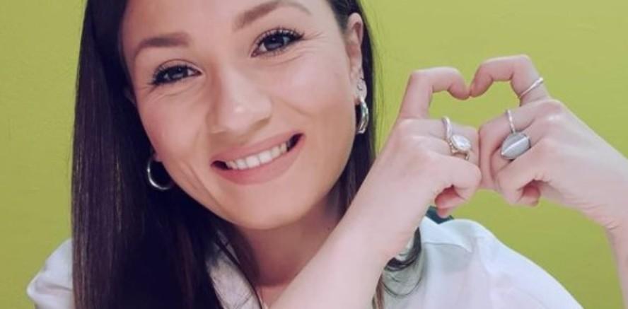 Индекес затвори – отвори срце: Александра Јанева освен пејачка, сега официјално стана и стоматолог (фото)