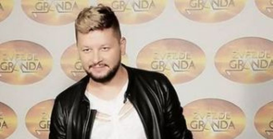 """Македонскиот пејач и учесник во """"Ѕвездите на Гранд"""" e во изолација поради позитивен тест на коронавирус – откри како се чувствува"""