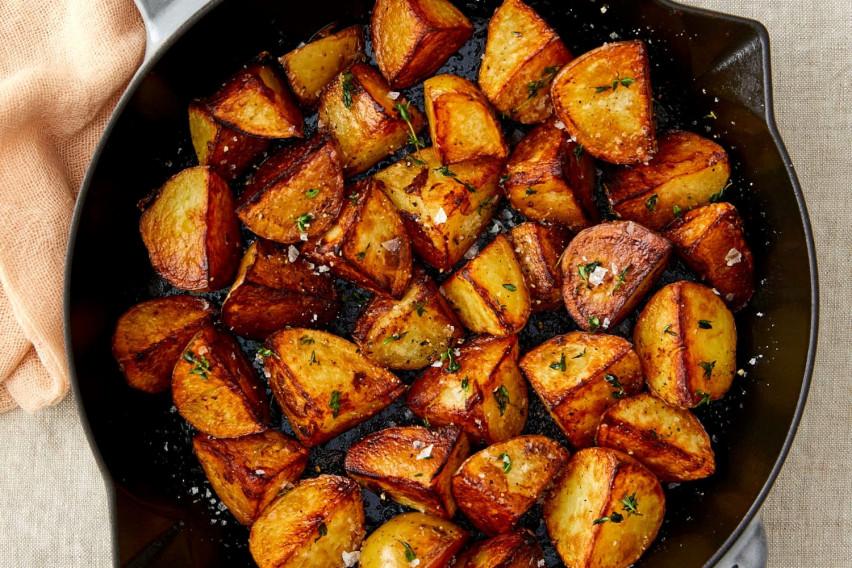 Како за 12 минути да го зготвите најсочниот, а воедно и најкрцкавиот компир