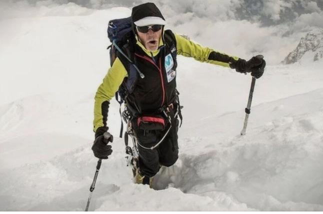 На свои 80 години постигнува светски рекорди во планинарење
