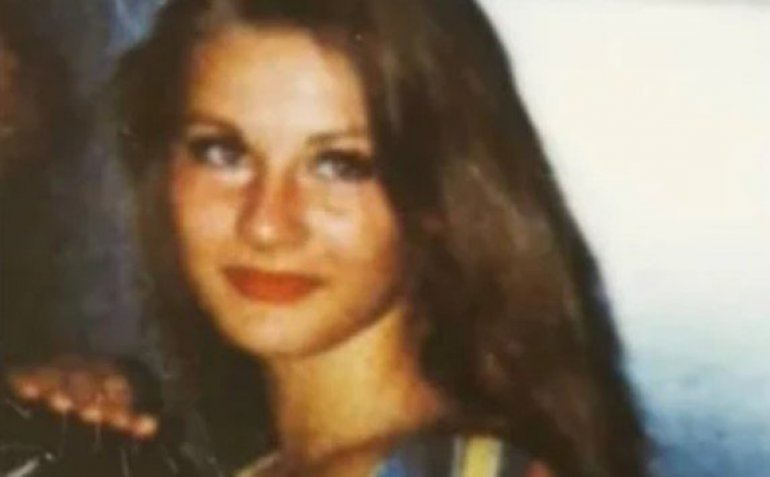 Извади фотографија од архива: Ќе погодите ли која пејачка е на фотографијата? (фото)