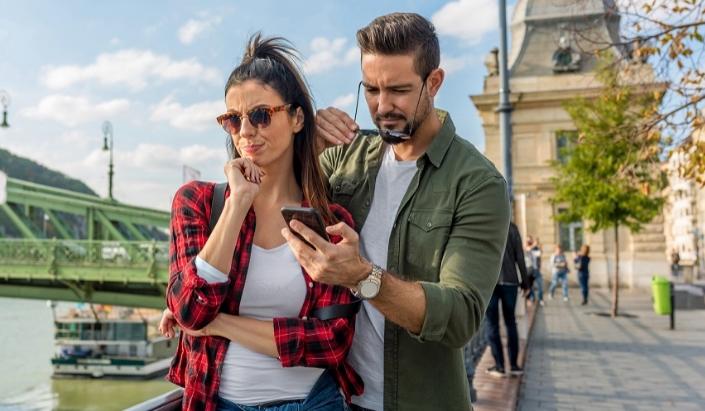 Зошто некои мажи не се љубоморни кога партнерката кокетира со други?