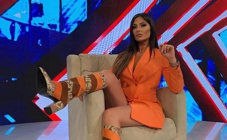 """Ана Радуловиќ е новата водителска ѕвезда на Ред ТВ: Цицлестата водителка во дилема дали да влезе во """"Задруга"""" или во релното шоу да го испрати сопругот? (ФОТО)"""