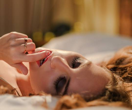 Дали вашиот партнер е досаден во кревет? Како да му предложите нешто ново?