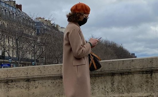 Овој инстаграм-профил ни открива како навистина изгледаат парижанките кога шетаат низ град