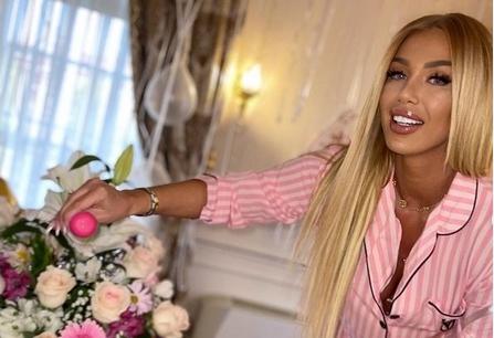 Пејачката ужива во сопствениот луксуз: Скапи роденденски подароци од сопругот и високо кренат среден прст, за поздрав до хејтерите!  (ФОТО)