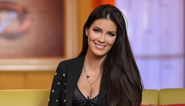 """Таа е позната српска ТВ водителка, пожелна жена и сакана снашка: Свекрва, јатрва и снаа – три насмеани """"невести"""", како три сложни сестри! (ФОТО)"""
