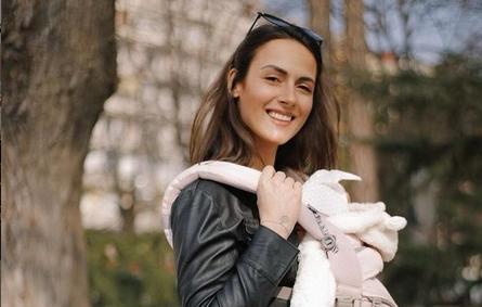 """Српската новинарка и позната инфлуенсерка на неодамнешнот породување била жртва на акушерско насилство: """"Мојата струка не работи со вашата, зашто сте олош""""!"""