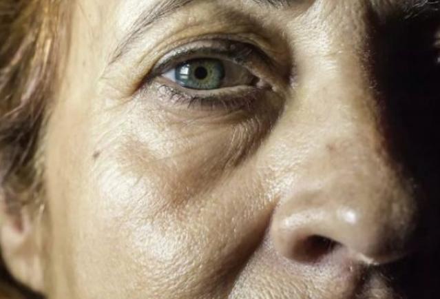 Научниците идентификуваа три фази на стареењето кај човекот