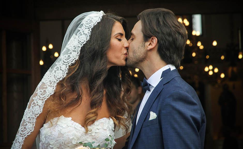 """Првата брачна ноќ на пејачот е хит: """"Почнавме да се соблекуваме, некој заѕвони, па…"""""""