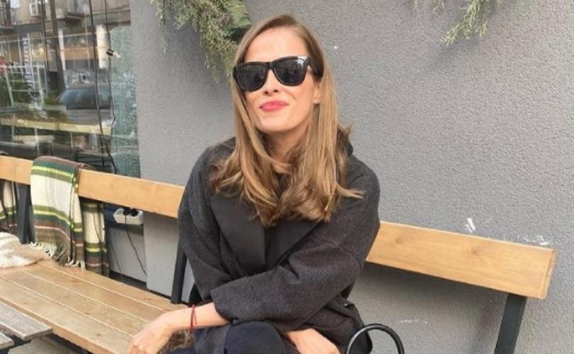 Каролина Гочева преку лична фото- експресија за времето кое го живееме, ама дури и ваква не ја постигна намерата (фото)