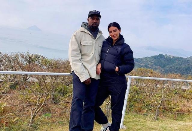 Јасно е дека веќе ја преболел, а се уште не се официјално разведени: Канје Вест веќе избра нова партнерка