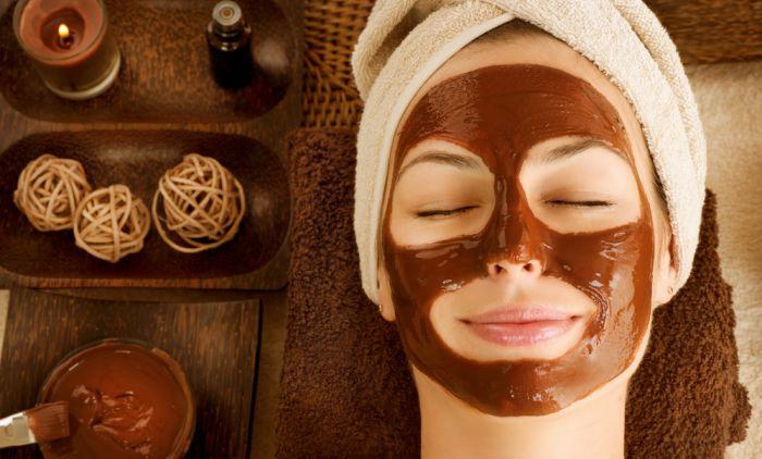Маска за лице против мрсна кожа и мозолчиња: Направете ја дома со овие две едноставни состојки