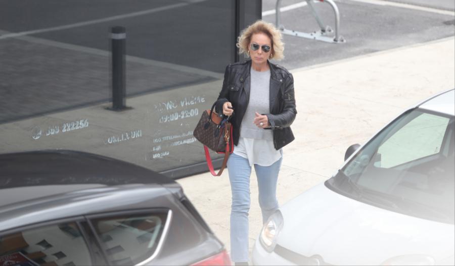 Папараците ја уловија Лепа Брена со подочници и без шминка – издание какво не си допушта во јавност (фото)