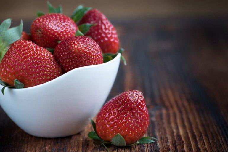 Јадете по 10 јагоди секој ден и ќе бидете изненадени од резултатите: Го јакнат имунитетот, срцето, мозокот, помагаат при слабеење…