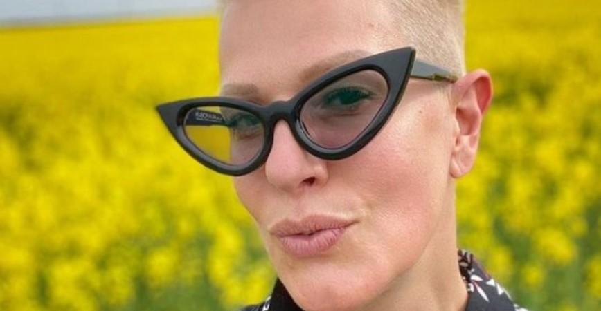 Сте ја виделе во разни изданија, но во вакво не сте: Вака изгледа Тијана Дапчевиќ со црна коса (фото)
